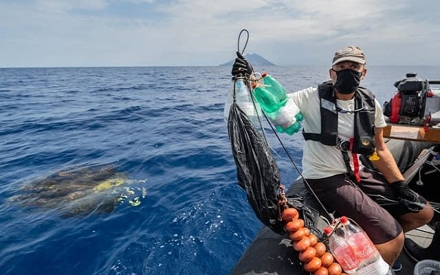 Sea Shepherd activists destroying illegal Fishing Aggregating Device (FAD). Italy, 2020. Stefano Belacchi / We Animals Media